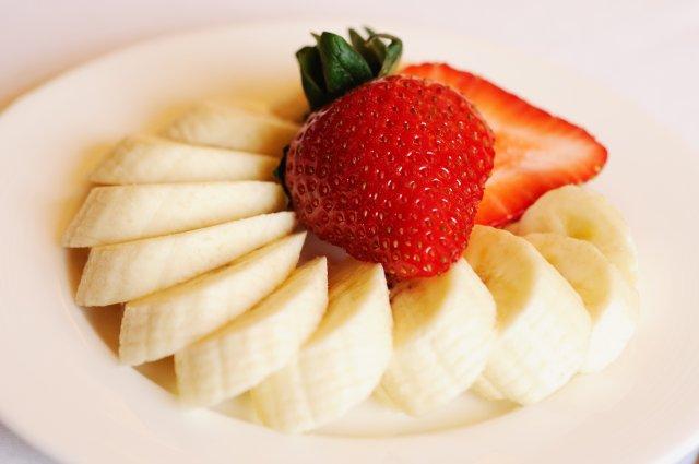 """""""Ich jedenfalls werde jetzt frühstücken"""", sagte Max. Ralph Daily, """"Strawberry and Bananas"""", Some rights reserved, Quelle: www.piqs.de"""