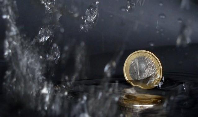 """""""Es handelt sich um das sauer verdiente Geld meines Vaters"""", sagte Elisabeth. winkel, """"eurokrise"""", Some rights reserved, Quelle: www.piqs.de"""